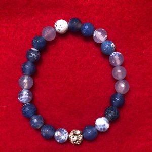Bracelet blue & white glass beads with 1 sparkly